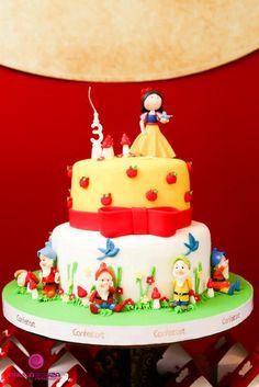 Encontrando Ideias: Tema Branca de Neve My Birthday Cake, First Birthday Parties, First Birthdays, Birthday Board, 4th Birthday, Snow White Birthday, Disney Princess Party, Yummy Cakes, Amazing Cakes