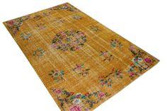 geel vloerkleed met bloemen Flooring, Yellow, Yellow Carpet, Inspiration, Rugs, Vintage, Yellow Rug, Carpet, Bronze