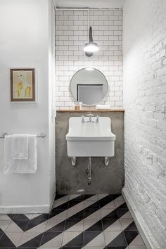 YES to the mix of striped tiles, raw concrete and white brick walls in this bathroom #nwl