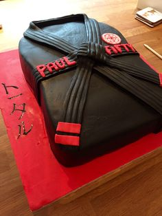 Our best friends 50th birthday cake. He's a second degree black belt in Karate so seemed like the perfect choice. Simple but affective and he was blown away.