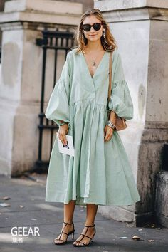 style inspiration 38 Spring Outfits That Aren't Just Floral Dresses – Fond / Of you can find similar pins below. We have brought the best of the follo. Spring Summer Fashion, Spring Outfits, Look Fashion, Womens Fashion, Fashion Design, Fashion Black, Petite Fashion, French Fashion, Fashion Tips