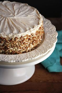 Apple Cake with Maple Buttercream and Pecan Trim - Mouth-Watering Apple Recipes Apple Cake Recipes, Apple Desserts, Just Desserts, Baking Recipes, Delicious Desserts, Dessert Recipes, Apple Cakes, Fall Desserts, Cupcakes