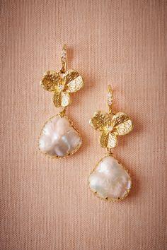 Muita delicadeza!  Trefoil Pearl Drops from @BHLDN