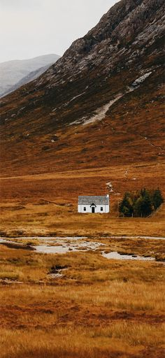 Explore Scotland find accommodation for your holiday in the Highlands and Islands of Scotland Scotland Mountains, Places To Travel, Places To Visit, The Modern Prometheus, Scotland Culture, Scotland Landscape, British Countryside, Scottish Highlands, Scotland Travel