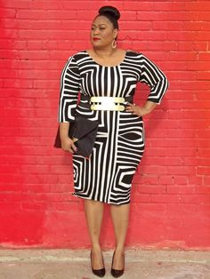 Plus size fashion blogger Kiah of fromthereztothecity.blogspot.com wearing Asos Curve graphic print dress, belt and clutch