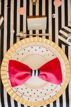 Pretty place setting / Photo by Lauren Rae Photography. Styled shoot by The Perfect Palette http://www.theperfectpalette.com/2014/01/a-chic-and-swanky-kate-spade-inspired.html
