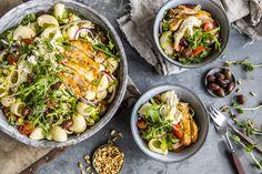 Pastasalat med kylling er noe alle liker! Lag den til middag på en helt vanlig tirsdag, en helg du får gjester eller ta den med når du skal fikse noe godt til  sommeravslutningen. Paella, Ethnic Recipes, Food, Meals, Yemek, Eten