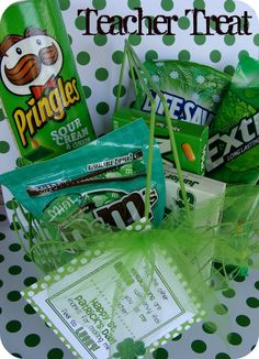 Saint Patrick's Day care package idea for the college kids – Gift Basket Ideas Teacher Treats, Teacher Appreciation Gifts, Teacher Gifts, Teacher Presents, Grad Gifts, Student Gifts, St Pattys, St Patricks Day, Homemade Gifts