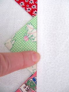 I've been in my sewing room, fabric flying, making quilt tops to hopefully sell online soon! Quilt tops that are already made . Quilting Tips, Quilting Tutorials, Machine Quilting, Quilting Projects, Sewing Projects, Quilting Designs, Fabric Crafts, Sewing Crafts, Quilt Boarders