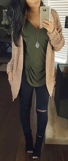 / Beige Knit Cardigan + Olive Green LOVE everything about this outfit! Mode Outfits, Casual Outfits, Fashion Outfits, Womens Fashion, Women's Casual, Dress Casual, Olive Outfits, Formal Dress, Small Casual