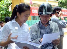 Khi đề đã được bóc khoảng 20 phút, một điểm thi đại học ở Đà Nẵng phát hiện nam sinh trốn trong nhà vệ sinh với hai giấy báo dự thi giả.