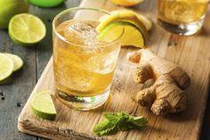 Intenta esta saludable bebida refrescante con beneficios para tu corazón y tu cerebro base de jengibre y cúrcuma.
