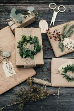 Christmas Gift Wrapping, Diy Christmas Gifts, All Things Christmas, Holiday Gifts, Christmas Decorations, Gift Wraping, Creative Gift Wrapping, Simple Gift Wrapping Ideas, Present Wrapping