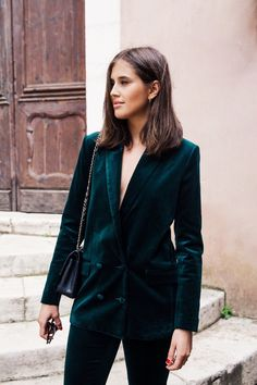 Green velvet  | via TrendForTrend.com                                                                                                                                                                                 Mais