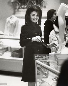 EVGENIA GL 1970 SHOPPING ALL THE TIME FOR : Jackie Onassis during Jackie Kennedy...