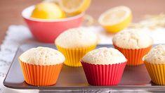 Citronové muffinky patří kesladkokyselému překvapení, které vyvažuje oběchutě. Zkusíte je? Mini Cupcakes, Breakfast, Food, Lemon, Breakfast Cafe, Essen, Yemek, Meals