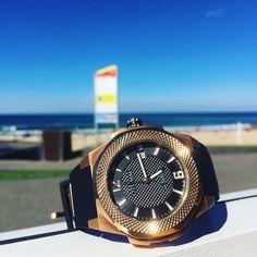Relaxing afternoon @diggiescafe with this 45mm Swiss movement rose gold from our OTUMM Rush collection  www.otumm.com.au  #beach #beachlife #bondi #tamarama #australia #australianfashion #fashion #watch #timepiece #follow #luxury #travel #lifestyle #otumm #otummaustralia #wherelifeisluxury by otumm_australia