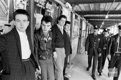 1981 - Columbus Ave., NY: The Cure - Photo by Allan Tannenbaum. From L to R: Robert Smith, Simon Gallup, Matthieu Hartley and Lol Tollhurst.
