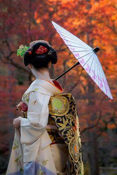 #Maiko en #kyoto - 舞妓 maiko まめ藤 mamefuji KYOTO JAPAN