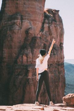 Hiking Guide to Cathedral Rock in Sedona Arizona hiking fall, mountain hiking outfit, hiking food ideas Guide to Cathedral Rock in Sedona Arizona Sedona Arizona, Hiking Photography, Girl Photography Poses, Mountain Photography, Hiking Guide, Hiking Gear, Hiking Food, Hiking Backpack, Hiking Fashion
