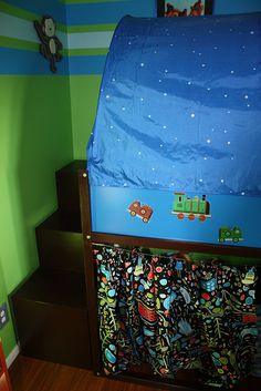 Kura trofast - IKEA Hack - where they put the steps - awesome idea! Trofast Ikea, Ikea Kura Bed, E Room, Kids Room, Bunk Beds With Stairs, Toddler Rooms, Big Girl Rooms, Ikea Hack, Girls Bedroom