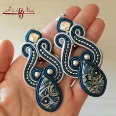 Are you still looking for the earring style that suits you? Here is a collection of 50 different popular earring styles in You may like one of them. Paula Ordovás, Practical Life, Soutache Earrings, Beaded Embroidery, Fashion Earrings, Outfit Of The Day, Heart Ring, Handmade Jewelry, Jewelry Design