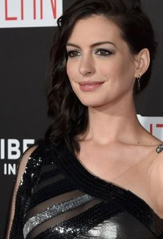 Anne Hathaway's bold eyeliner nicely offsets her off-the-shoulder dress.