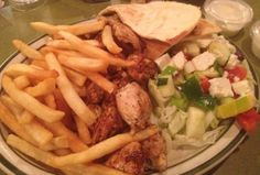 For #lunch chunky grilled chicken, Greek #salad pita bread & golden fries at Mike's diner in S.I.N.Y.