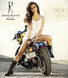 Bienvenue sur Shraddha Kapoor Only. Une source sur la belle et talentueuse actrice de Bollywood Welcome on Shraddha Kapoor Only. The first French source about the beautiful and talented actress of Bollywood. Bollywood Actors, Bollywood Celebrities, Bollywood Fashion, Bollywood Cinema, Bollywood Images, Lady Biker, Biker Girl, Biker Chick, Shraddha Kapoor Hot Images