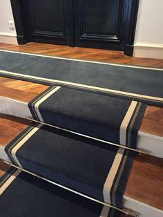 Tapis d'escalier en 70 cm de large, pose clouée sur bois, modèle bordure twin