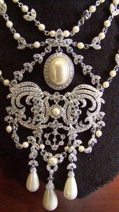 Beautiful pearl & diamond necklace
