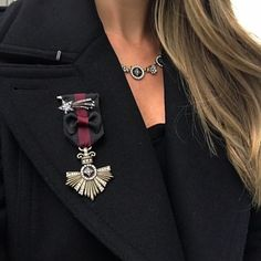 The out-of-this-world sensation of seeing a shooting star comes together with the regal awe of a military insignia for a truly unique design in our Souviens Insignia + Star Brooch Set!