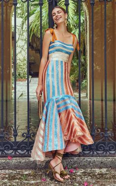 Get inspired and discover Silvia Tcherassi Exclusive Capsule trunkshow! Shop the latest Silvia Tcherassi Exclusive Capsule collection at Moda Operandi. Pretty Dresses, Beautiful Dresses, Fabulous Dresses, Silk Dress, Dress Up, Dress Casual, Fancy Dress, Evening Dresses, Summer Dresses