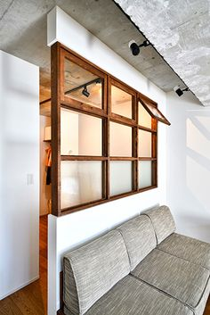 The big indoor window is the point! A house where rooms and families are connected loosely-apartment renovation example Home Decor Bedroom, Interior Design Living Room, Interior Windows, Apartment Renovation, Deco Design, House Rooms, Interior Architecture, New Homes, Indoor