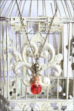 Jolly Rhum - collana con mini ampolla in vetro e charm Jolly Roger : Collane di hic-sunt-monstra