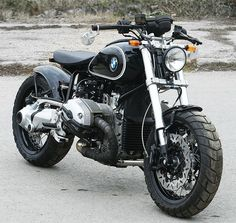 Galaxy Custom's BMW R1200R. Who says custom bikes are limited to Harley-Davidson bikes only? This is one very cool BMW. | repinned by www.BlickeDeeler.de