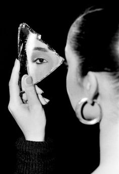Sade s Quiet Storm of Cool The New York Times Photo Mirror Photography Magazine Editorials Mirror Fashion Mirror Frame Styles Creative Photography photoofftheday picsart pictures rus - Mirror Photography, Creative Portrait Photography, Reflection Photography, Fashion Photography Poses, Editorial Photography, Photography Tips, Photography Magazine, Artistic Fashion Photography, Glamour Photography