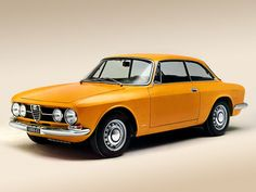 Alfa Romeo 1750GT Veloce...looks a little different than my dad's Spider, but still pretty classic