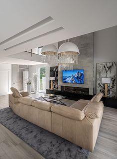 Nowoczesne narożniki (takie jak narożnik Volta skonfigurowany z elementów systemu modułowego) są wykończone w taki sposób, że z powodzeniem można ustawić je w centralnej części salonu, tworząc tym samym wypoczynkową wyspę, gdzie relaksować może się cała rodzina.  #GalaCollezioneInspiruje #GalaCollezioneInspires #inspiracje #design #interiordesign #furnituredesign #homedesign #wnętrza #volta Couch, Furniture, Home Decor, Settee, Decoration Home, Sofa, Room Decor, Home Furnishings, Sofas