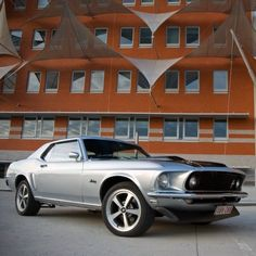 1969 Ford Mustang Hardtop notta fan of the wheels. Ford Motor Company, Sexy Cars, Hot Cars, My Dream Car, Dream Cars, Ford 2000, Vintage Cars, Antique Cars, Shooting Photo