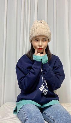 Kpop Girl Groups, Kpop Girls, Winter Hats, Fashion, Moda, Fashion Styles, Fashion Illustrations