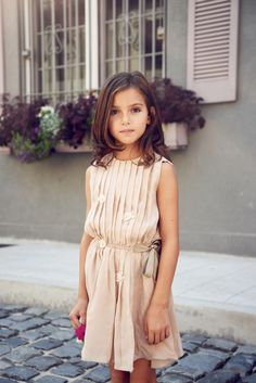 Enfant Street Style by Gina Kim Photography Lamantine Paris dress Tween Fashion, Little Girl Fashion, Dress Fashion, Fashion Purses, Outfits Niños, Kids Outfits, Moda Kids, Kids Fashion Photography, Paris Dresses