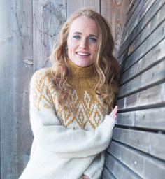 Hislender genser - A Knit Story Turtle Neck, Beige, Knitting, Sweaters, Fashion, Threading, Moda, Tricot, Fashion Styles