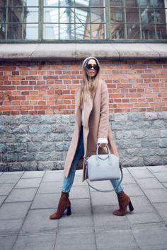 Another optional accessory for winter outfit is sock boots. It looks like ankle boots but it is so different than ankle boots. Fall Winter Outfits, Autumn Winter Fashion, Sock Boots Outfit, Kenza Zouiten, Winter Stil, Dressed To The Nines, Trendy Clothes For Women, Street Style Looks, Ankle Boots