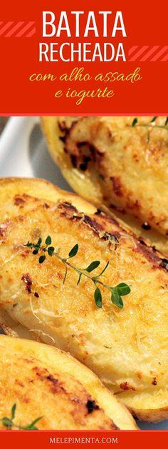 Batata recheada com alho assado e iogurte - Uma receita fácil, leve e simplesmente deliciosa. Essa batata tem um recheio feito com um purê de batata, pasta de alho assado, iogurte, queijo parmesão e tomilho. Depois é só colocar no forno para gratinar. Gourmet Recipes, Vegetarian Recipes, Healthy Recipes, Best Bacon, Going Vegetarian, Frozen Meals, Slow Food, Light Recipes, Snack