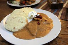 Svíčková na smetaně Pancakes, Pudding, Cooking, Breakfast, Ethnic Recipes, Desserts, Food, Prague, Essen