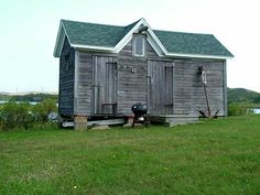 I live vicariously through this blog.  I would love to have a tiny house out in the country.  This blog showcases all types of tiny houses.      Awesome stuff.