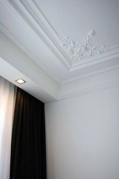 Top 70 Best Crown Molding Ideas - Ceiling Interior Designs White Ornate Trey Ceiling Crown Molding I Plaster Ceiling Design, Ceiling Crown Molding, Gypsum Ceiling Design, Ceiling Trim, House Ceiling Design, Ceiling Design Living Room, Home Ceiling, Ceiling Decor, House Design