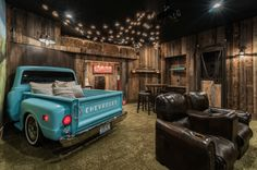 These days, charming outdoor drive-in theaters are hard to find. This creative mom decided to transform her unused basement into a vintage getaway. decor This Basement was Transformed into an Indoor Drive-In Movie Theater Movie Theater Rooms, Home Theater Decor, Drive In Movie Theater, Home Theater Seating, Home Theater Design, Theater Seats, Outdoor Theater, Vintage Movie Theater, Theatre Rooms