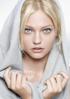 BoRn İn MoScOw İn SaShA PiVoVaRoVa began modeling at age She is perhaps best known for her consecutive run with Prada. Sasha Pivovarova, Blonde Beauty, Hair Beauty, Blonde Hair, High Key Photography, White Photography, Beauty Photography, Portrait Photography, Pretty People
